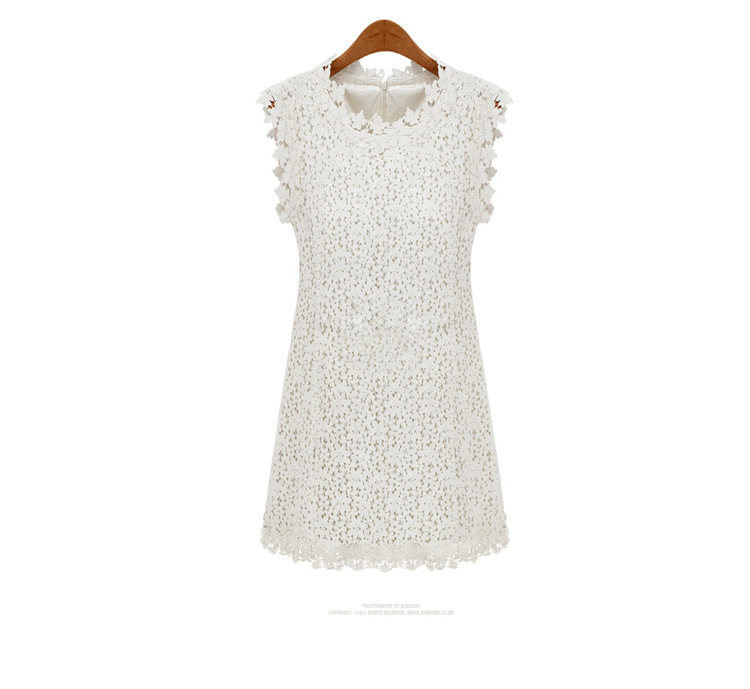 เดรสสีขาว ผ้าลูกไม้งานสวยผ้าดีมากกก เป็นลายดอกเล็กๆน่ารัก โชว์ลายช่วงคอแขนและปลายกระโปรง ลูกไม้เต็มตัวหน้าหลัง