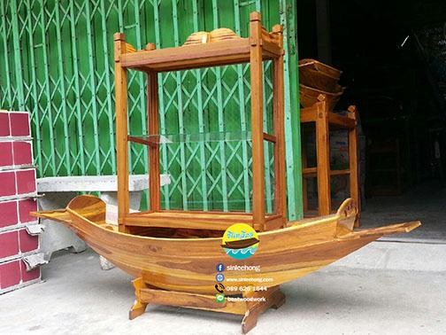 เรือสำปั้น 150 ซม ไม้สักทอง พร้อมขาตั้ง ไม้พาย แถมป้ายมงคล พร้อมตู้ สีสักทอง (ส่งฟรีทั่วประเทศ) แถมชุดว่ายน้ำ