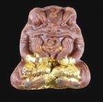 กบกินเดือน เนื้อผงพรายกุมาร แช่น้ำมันประคำ ฝังตะกรุดทองคำ 1 ดอก + ตะกรุดเงิน 3 ดอก ครูบาออ