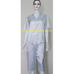 ชุดนอนกางเกงขาสามส่วนผ้าซาติน ขนาดฟรีไซส์ แบบสีพื้นสีฟ้าหวาน รอบอกเสื้อ 40 นิ้ว