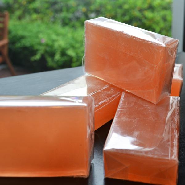 สบู่โสมส้ม แบบใส กลิ่นสดชื่น 10 ก้อน